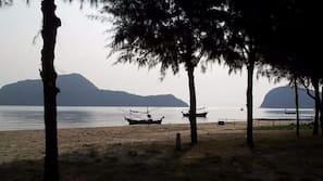 ใกล้ชายหาด, เก้าอี้อาบแดด