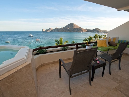 Best Location in Cabo! Memorial Holiday Weekend! Luxe 2Bd Oceanfront W/terrace!!