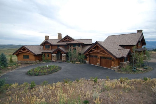 Spectacular Log Home in Cordillera, Near Beaver Creek & Vail