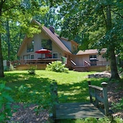 The Redbud Cottage--beach & Quiet. Lake Sara Waterfront & Wood Fires