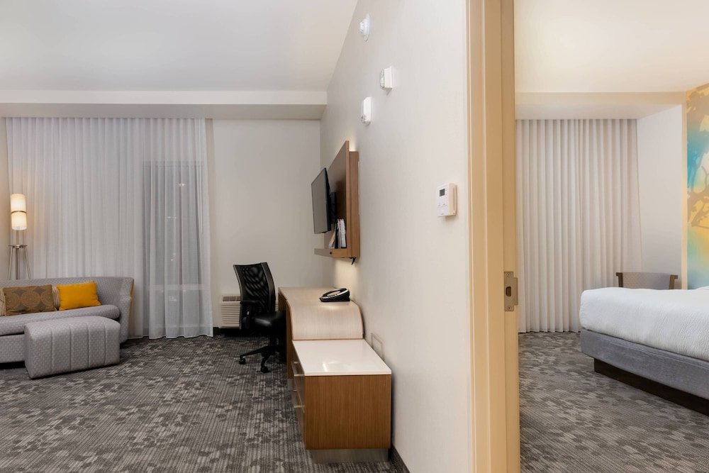 Room, Courtyard by Marriott Savannah Airport