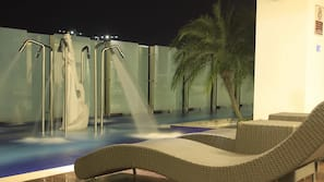 2 outdoor pools, an infinity pool