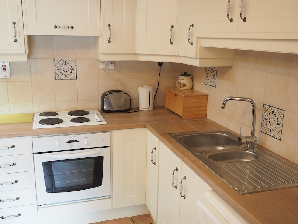 Private Kitchen, Coolanowle Self Catering Accommodation