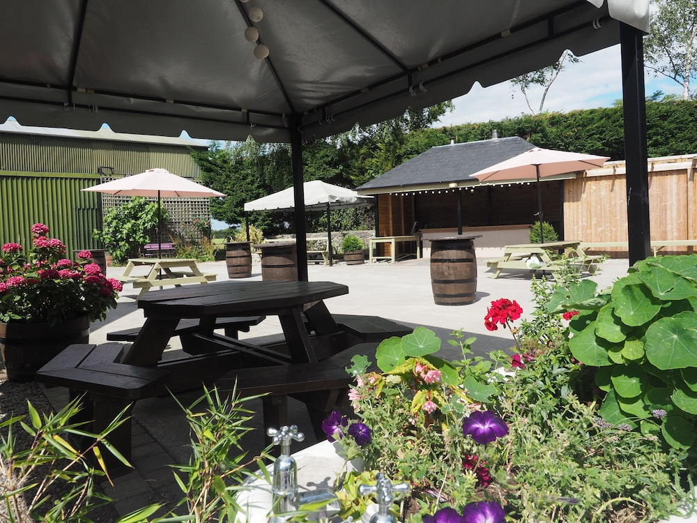 BBQ/Picnic Area, Coolanowle Self Catering Accommodation
