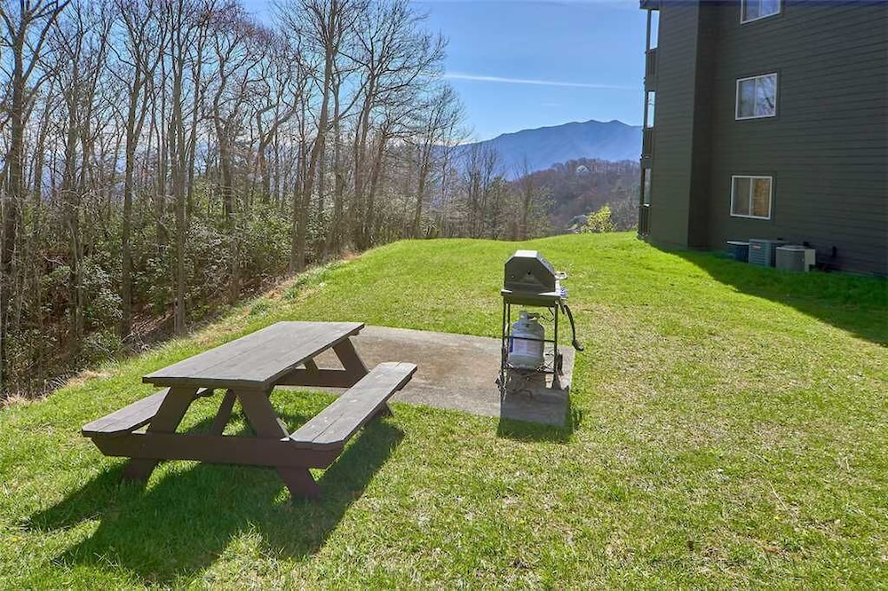 BBQ/Picnic Area, High Chalet 2 Bedroom Home