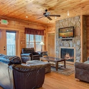 Mountain View Lodge 8 Bedroom Home with Hot Tub