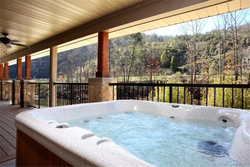 River Memories 3 Bedroom Home with Hot Tub: 2018 Room Prices, Deals ...