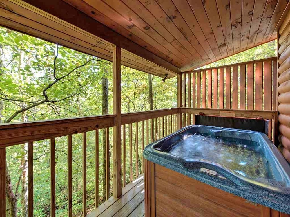 Star Struck 1 Bedroom Home with Hot Tub (Sevierville, USA) | Expedia ...