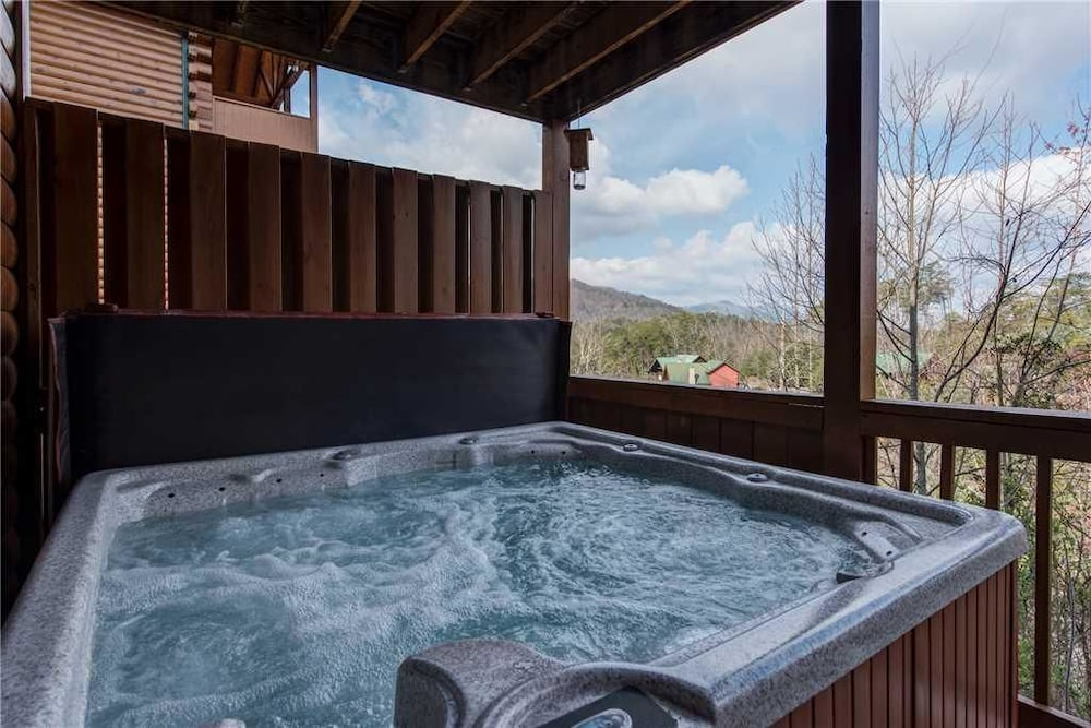 Suite Seasons 4 Bedroom Home with Hot Tub: 2018 Room Prices, Deals ...