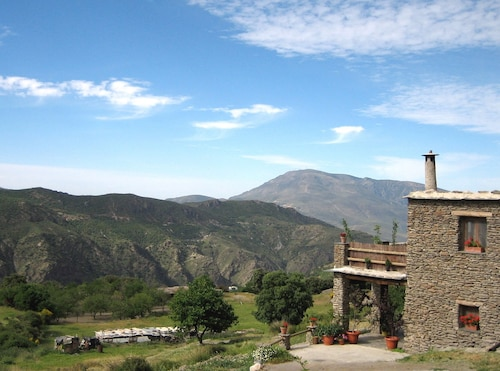 Rural Accommodation With Sumptuous Garden and Magnificent Panoramic View