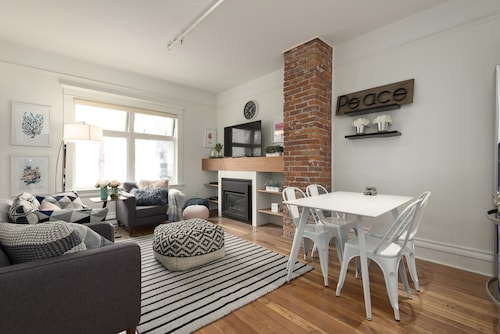 Check Expedia for Availability of 3BR Chic Downtown Luxury Apartment