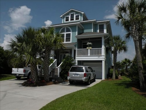 Luxury Waterfront W/panoramic Views! Walk to Beach Close to Shops/dine Free Wifi