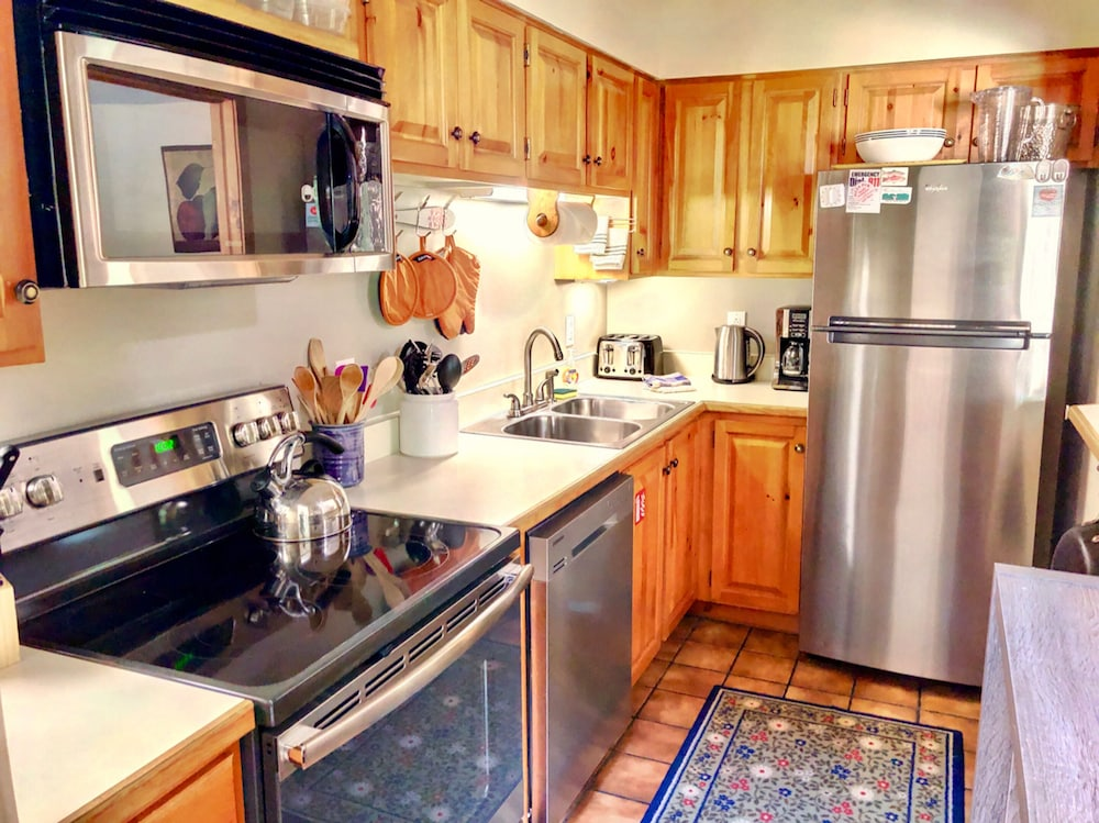 Private Kitchen, Bretton Woods Mountainside Townhomes by Bretton Woods Vacations