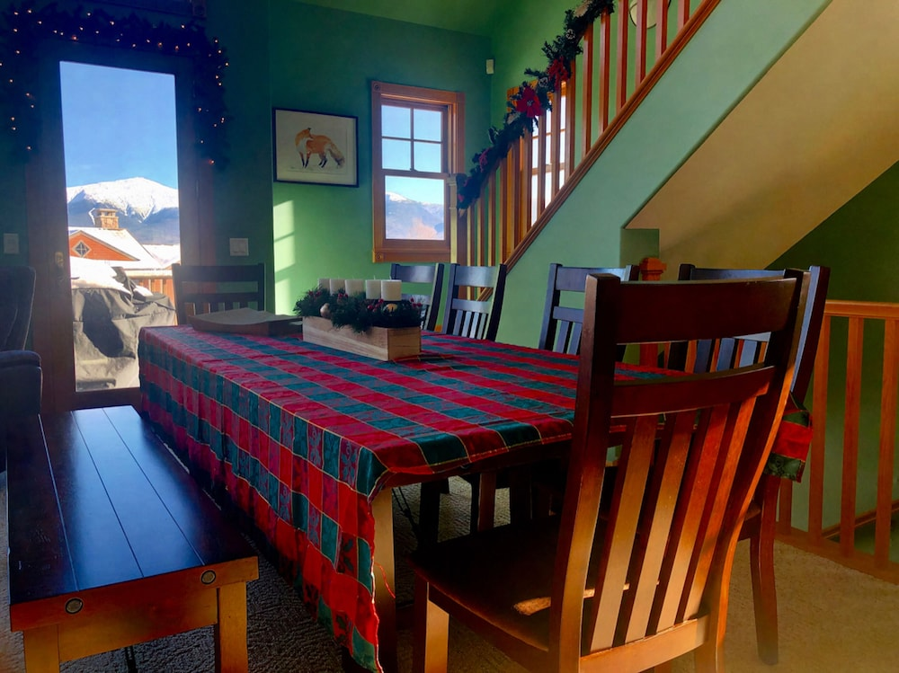 In-Room Dining, Bretton Woods Mountainside Townhomes by Bretton Woods Vacations