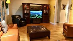 Una televisión de pantalla plana, Netflix, un reproductor de DVD
