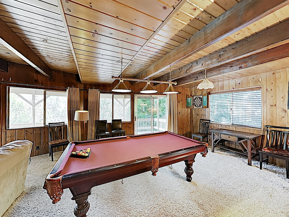 Game Room, Lake-view 4br W/ 2 Decks & Game Room 4 Bedroom Home