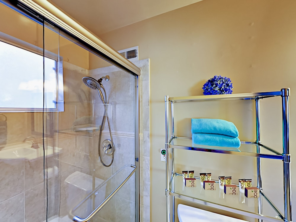 Bathroom Shower, Lake-view 4br W/ 2 Decks & Game Room 4 Bedroom Home