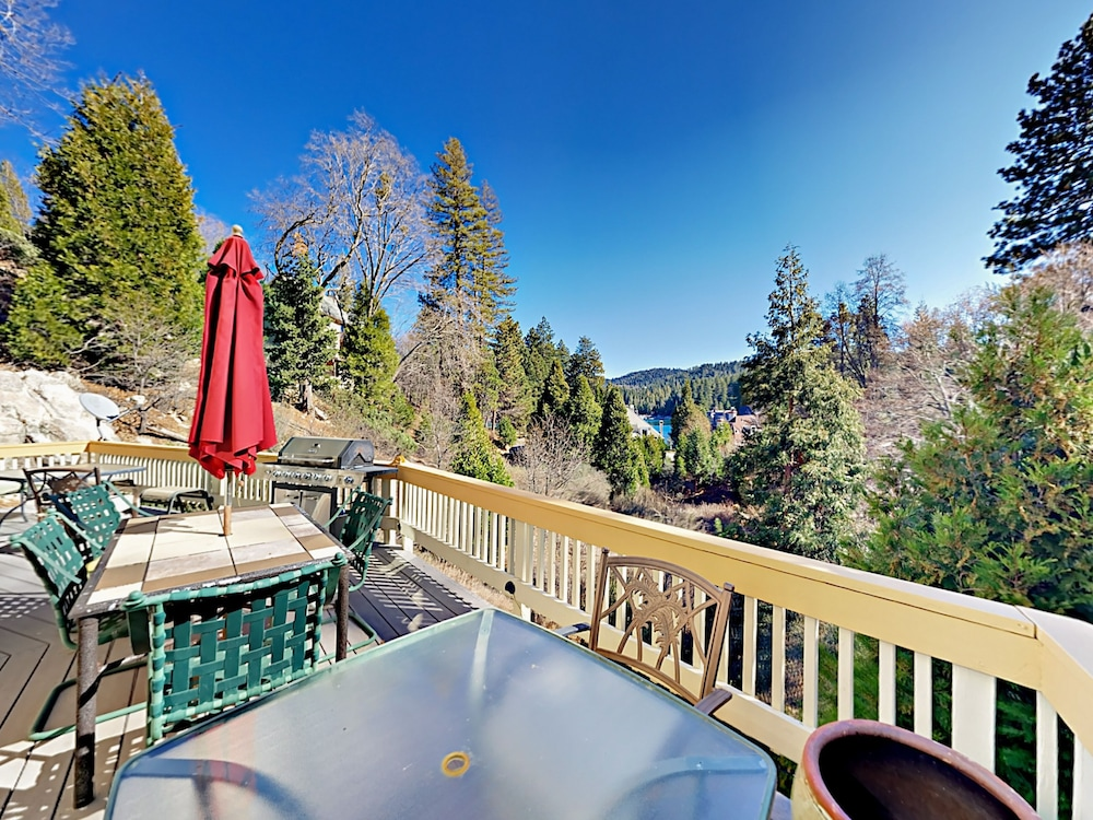 Featured Image, Lake-view 4br W/ 2 Decks & Game Room 4 Bedroom Home