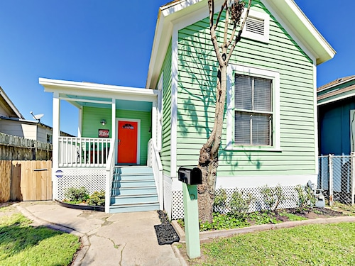 Great Place to stay 2814 Avenue Q 1/2 Home 3 Bedrooms 1 Bathroom Home near Galveston