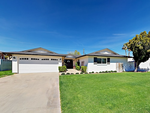 Great Place to stay 6420 E Parkview Drive Home 3 Bedrooms 2 Bathrooms Home near Scottsdale