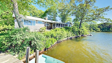 Classic 4br On Oyster Pond W/ Dock & Boat Fleet 4 Bedroom Home