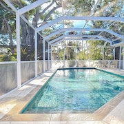 Huge 4br/4ba W/ Screened Pool - Walk To Lido Beach 4 Bedroom Home