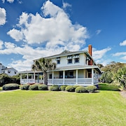 6br W/ Wraparound Porch, Next To Beach 6 Bedroom Home