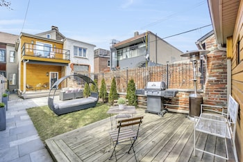 QuickStay - Chic & Modern Townhouse in Little Italy
