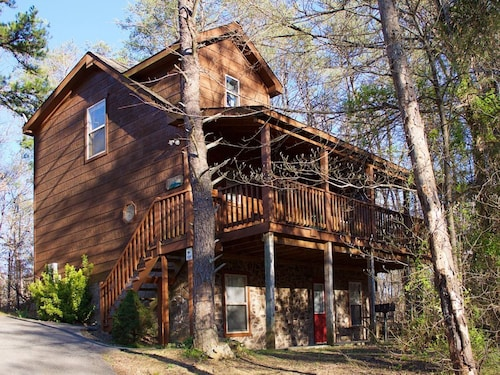 Great Place to stay Gatlinburg/Pigeon Forge area - Beautiful Secluded Luxury Cabin Hidden Paradise near Sevierville