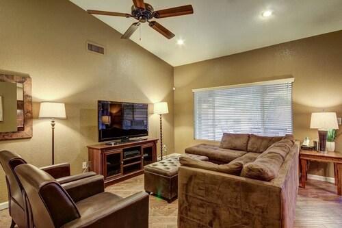 SLS Janice Luxury Home - FREE Heated Pool, Spa, Pool Table & More