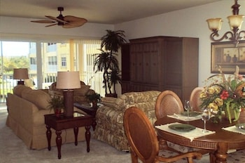 3 BR. Tommy Bahama