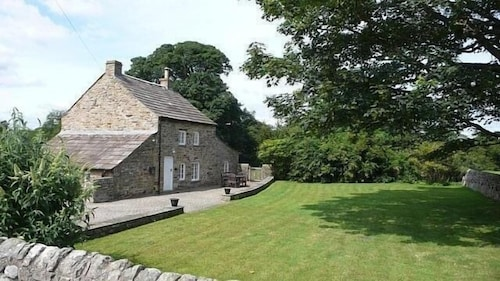 Spacious Cottage - Delightful Hamlet Close to Barnard Castle With Rural Views!