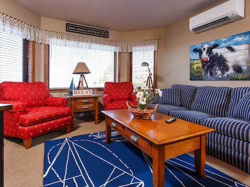 Nautical Theme 1 Bed 1 Bath Condo w/ Waterview