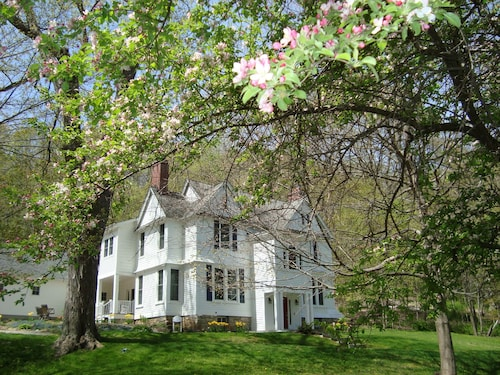 The Pawling House Bed & Breakfast