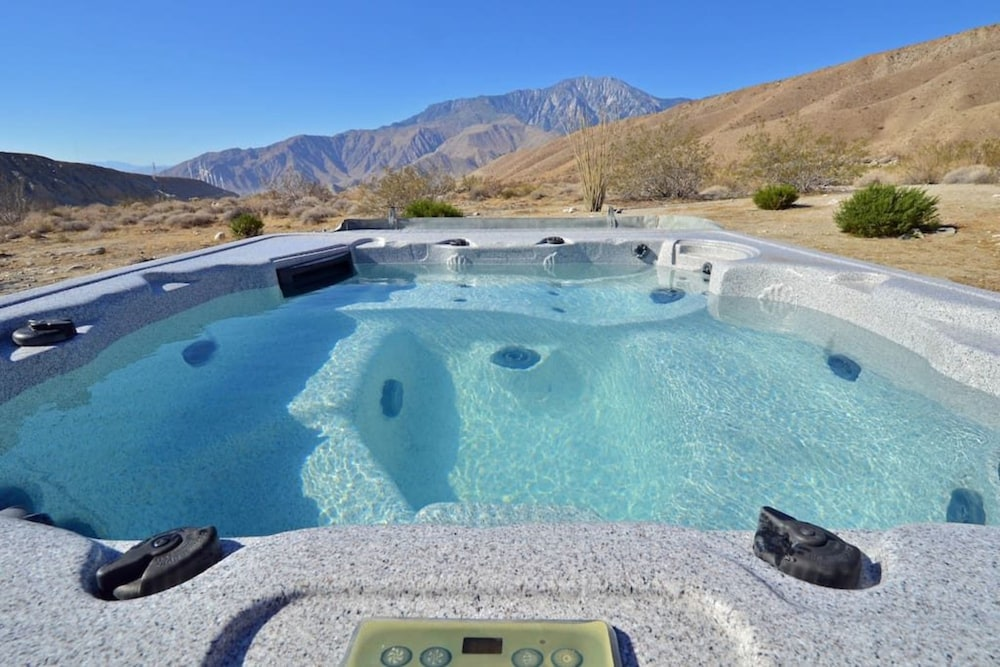 Outdoor Spa Tub, Casa de los Desperados