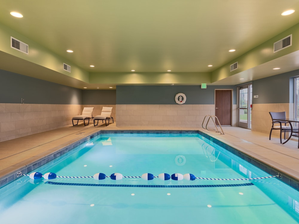 Pool, Holiday Inn Express & Suites Salem North - Keizer, an IHG Hotel