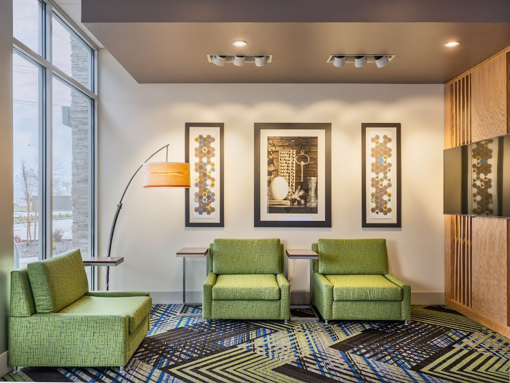 Lobby, Holiday Inn Express & Suites Salem North - Keizer, an IHG Hotel