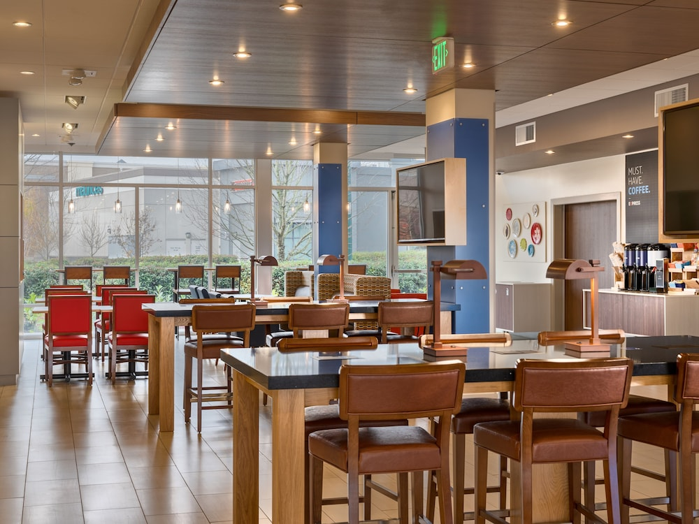 Breakfast Meal, Holiday Inn Express & Suites Salem North - Keizer, an IHG Hotel