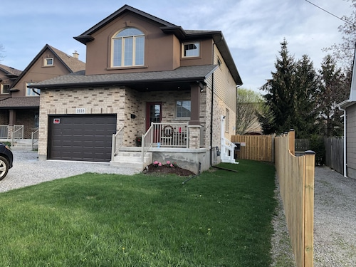 Niagara Fall 3 Bedroom 3 Bath