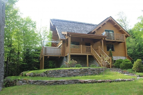 Inviting and Relaxing log Home Close to Tremblant