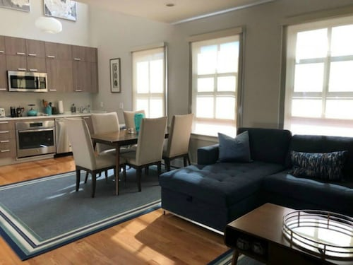 Superb Location in Historic Georgetown! Walk to Downtown DC & Dupont Circle..