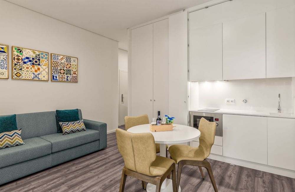 Private Kitchenette, 296 Heritage Apartments