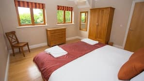 3 bedrooms, free cribs/infant beds, rollaway beds, free WiFi