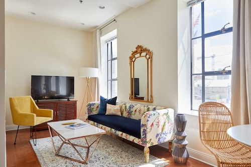 Check Expedia for Availability of Chic 1BR in Arts/Warehouse District by Sonder