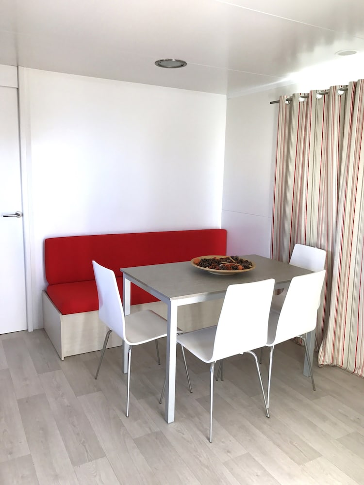 In-Room Dining, Camping O muiño