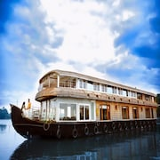 India Vacationz Houseboat