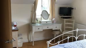 Desk, iron/ironing board, free WiFi, linens