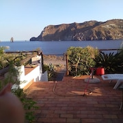 Villa With one Bedroom in Vulcanello, With Wonderful sea View and Enclosed Garden