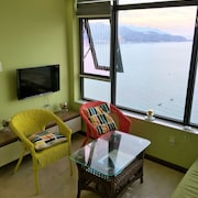 Seaview Front Apartment