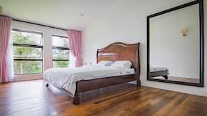 4 bedrooms, iron/ironing board